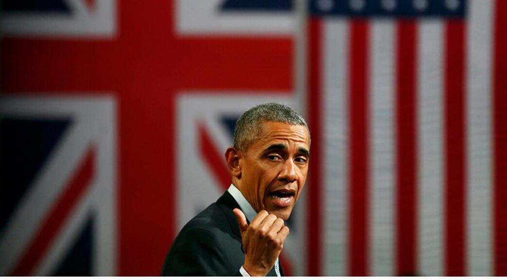 باراك أوباما قبل أن يستقل الطائرة متوجهاً إلى السعودية 19-04-2016