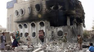 مبنى بنك حكومي استهدفته الغارات الجوية في مدينة صعدة 16-04-2015