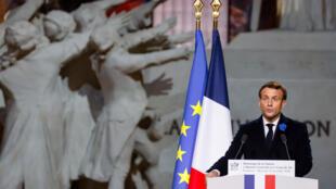 الرئيس الفرنسي إيمانويل ماكرون في البانتيون بالعاصمة باريس