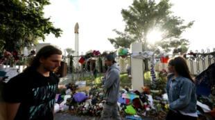 زهور وشموع بمدينة كريستشيرش بنيوزيلاندا في 29 آذار/مارس 2019 تكريما لارواح ضحايا مجزرة المسجدين في المدينة