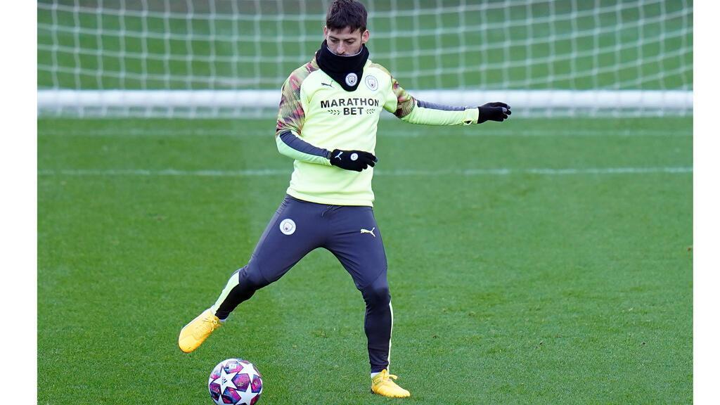 david_silva_spanish_midfieldier_manchester_city_training_feb20