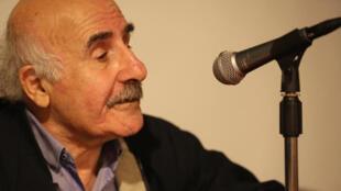 الشاعر والروائي اللبناني عباس بيضون