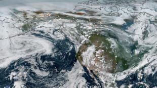 صورة أقمار صناعية لولاية ألاسكا الأمريكية