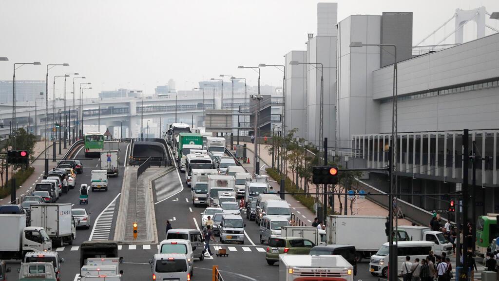 ازدحام مروري أمام سوق Toyosu في يوم افتتاحه ، في طوكيو