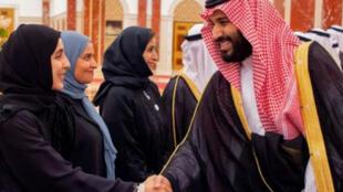ولي العهد الأمير محمد بن سلمان يلتقي سعوديات في جدة