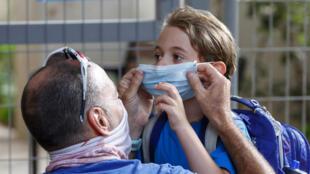 في أول يوم عودة إلى المدارس في تل أبيب بإسرائيل