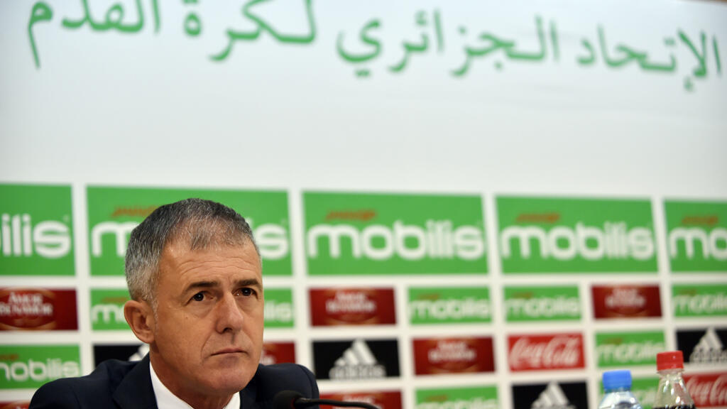 مدرب منتخب الجزائر الإسباني لوكاس الكاراز  الذي تمت إقالته يوم 11 اكتوير 2017