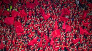 مشجعو المنتخب الصيني لكرة القدم أمام منتخب الفيليبين يوم 7 يونيو حزيران 2019