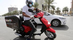 عامل توصيلات في السعودية