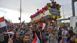 تشييع جنازة أحد المتظاهرين في نجف يوم 25 اكتوبر 2019