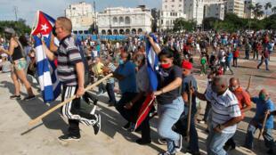 متظاهرون كوبيون في شوارع العاصمة هافانا