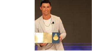 رونالدو يتسلّم جائزة غلوب كأفضل لاعب