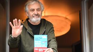 الكاتب الفرنسي جان بول دوبوا الحائز على جائزة غونكور 2019