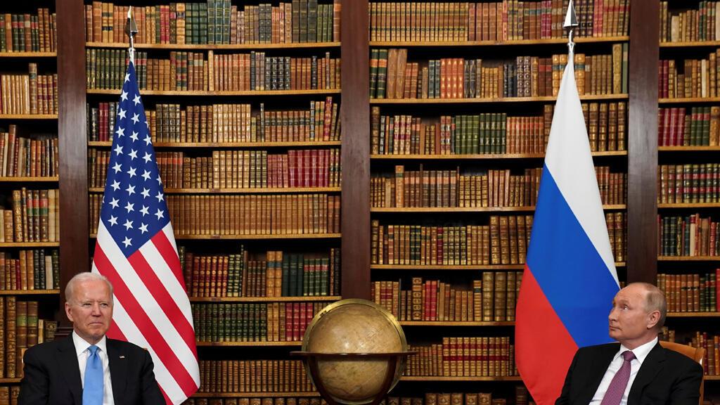 بوتين وبايدن خلال اجتماعهما في مدينة جنيف السويسرية
