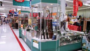 اسلحة في متجر ويلمارت