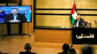 حضر جبريل الرجوب ، المسؤول الرفيع في فتح ، في مدينة رام الله بالضفة الغربية ، عبر الفيديو  اجتماعا مع نائب رئيس حماس صالح العاروري (على الشاشة )