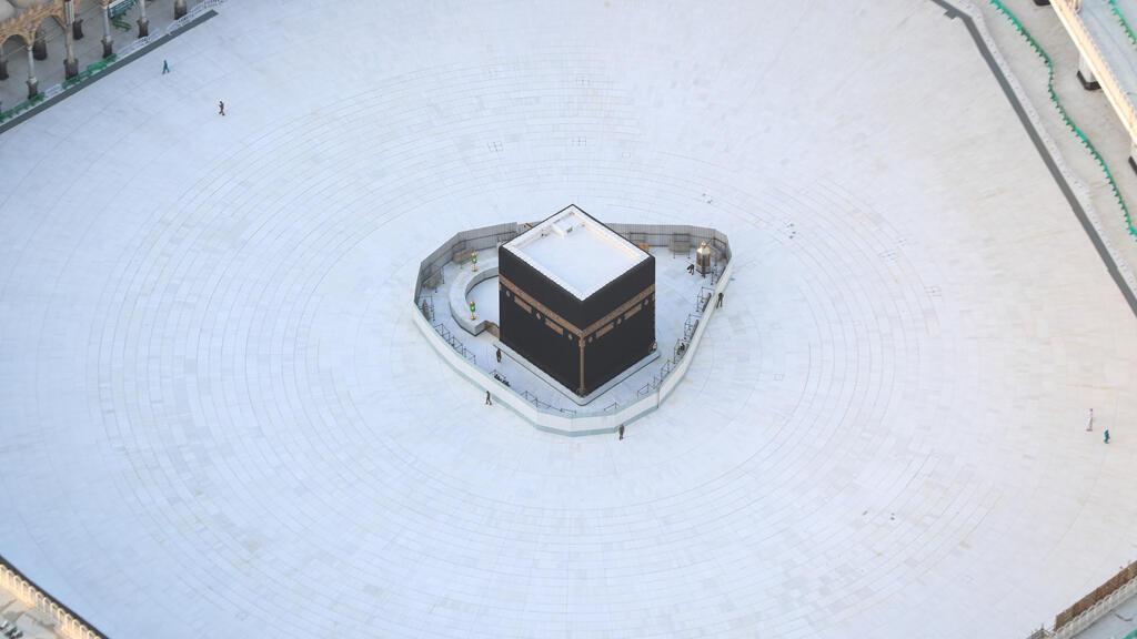 منظرلباحة الكعبة في المسجد الكبير في مكة، خالية من الحجاج في ظل منع التجمعات لمكافحة انتشار فيروس كورونا، المملكة العربية السعودية