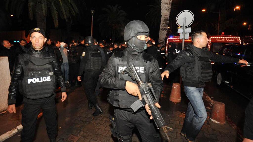 الشرطة التونسية بعد التفيجر الإرهابي لحافلة الأمن الرئاسي