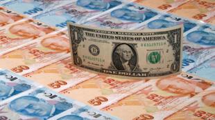 انهيار الليرة التركية في وجه الدولار الأمريكي
