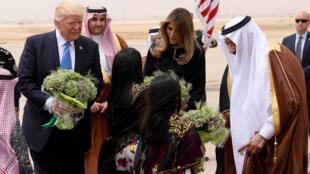 الرئيس الأمريكي دونالد ترامب يصل رفقة زوجته إلى السعودية