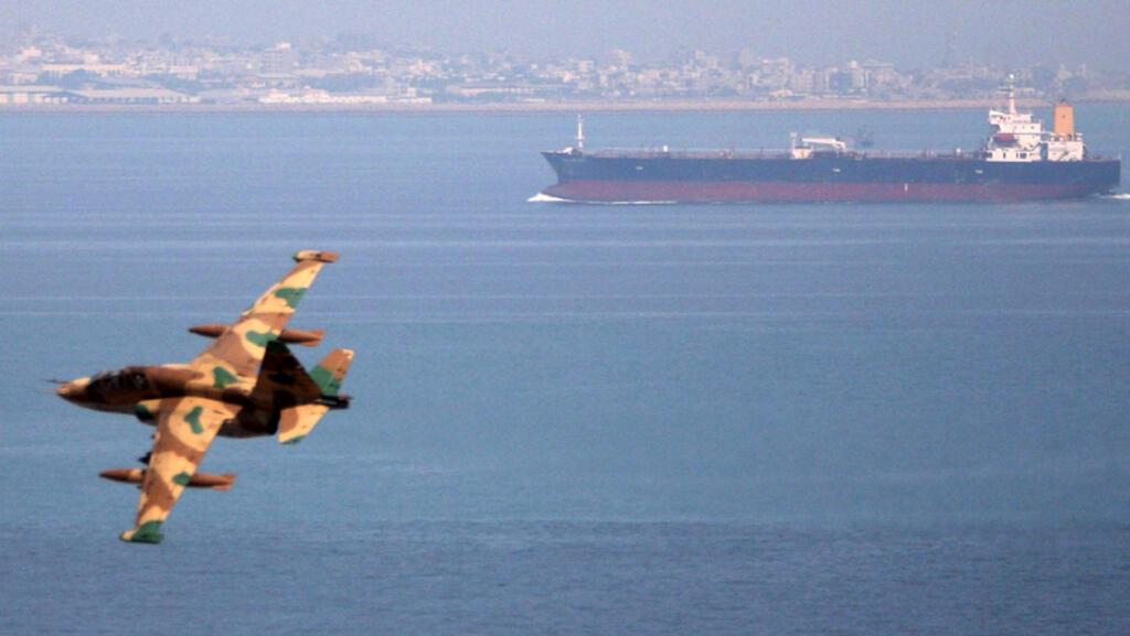ناقلة نفط في مياه الخليج - رويترز