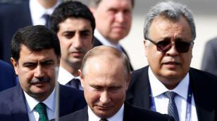 السفير الروسي في تركيا أندري كارلوف يرافق الرئيس الروسي فلاديمير بوتين ، تركيا