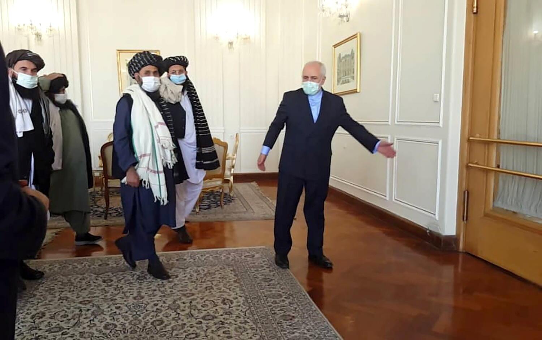 وزير الخارجية الإيراني محمد جواد ظريف يلتقي بالزعيم السياسي لطالبان الملا عبد الغني في طهران صورة من الأرشيف