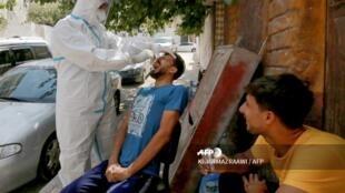 فحص لفيروس كورونا في  ضواحي عمان بالأردن