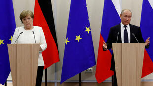 يحضر الرئيس الروسي بوتين والمستشارة الألمانية ميركل مؤتمرا صحفيا مشتركا بعد اجتماعهما في سوتشي