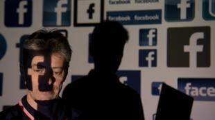 الحرب على شبكات التواصل الاجتماعي
