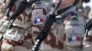 © أفراد من الجيش الفرنسي