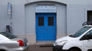 مدخل المركز الاسلامي الذي تعرض للهجوم في سويسرا