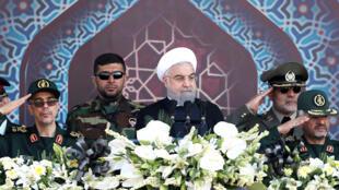 حسن روحاني خلال استعراض عسكري في طهران يوم 22 أيلول 2017