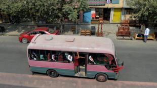حافلة لنقل النساء في كابول