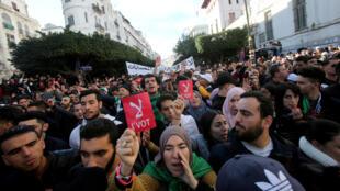 مظاهرة شعبية حاشدة رافضة لإجراء الانتخابات الرئاسية 2019