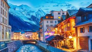 مدينة شامونيكس في جبال الآلب الفرنسية