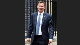 وزير الخارجية البريطاني جيريمي هنت في لندن يوم الاثنين. تصوير: هانا مكاي - رويترز