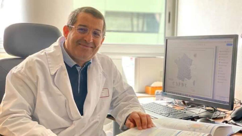 الدكتور يحيى عبد المؤمن مكي، الطبيب الأخصائي والخبير في علم الفيروسات بالمستشفى الجامعي بمدينة ليون الفرنسية