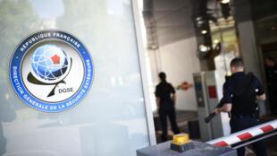 في مقر الإدارة الفرنسية العامة للأمن الخارجي في باريس (المخابرات الخارجية)