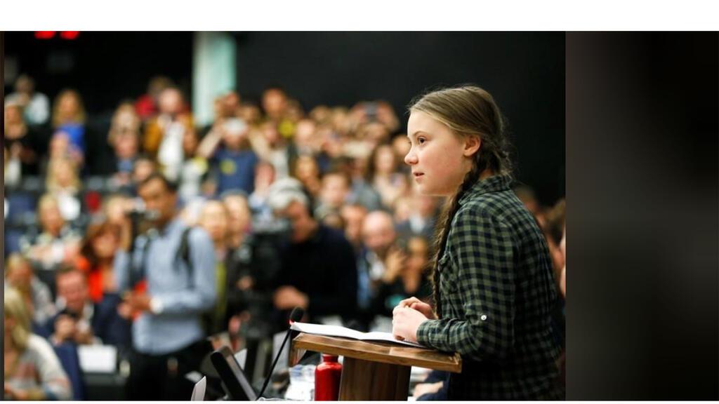 الناشطة السويدية جريتا ثانبرج أثناء كلمة أمام البرلمان الأوروبي في ستراسبورج