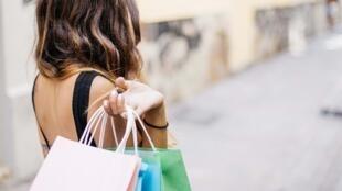 بنما تُلزم الرجال والنساء بالتسوق في أيام مختلفة