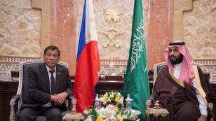 ولي العهد السعودي الأمير محمد بن سلمان مع الرئيس الفلبيني رودريغو دوتيرتي في الرياض