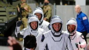 بيسكيه يترأس فريقه استعدادا للانطلاق نحو المحطة الدولية