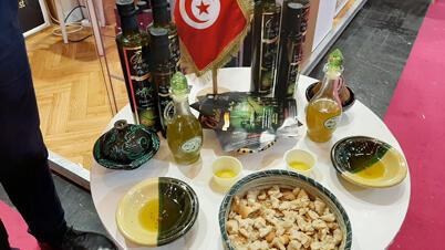 عينة من زيت الزيتون البكر التونسي الممتاز الذي حصل على بعض جزائز المعرض الزراعي الدولي الباريسي في دورته الـ57