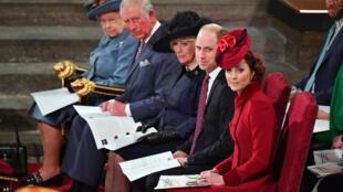 صورة لأفراد العائلة المالكة في بريطانيا