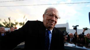 الباجي قائد السبسي بعد أن أدلى بصوته في الانتخابات الرئاسية التونسية