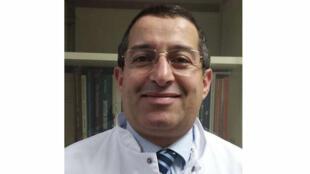 الدكتور يحي مكي الأخصائي في علم الفيروسات بالمستشفى الجامعي بليون