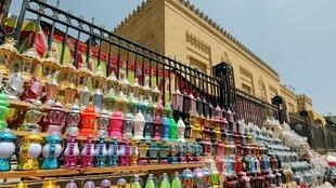 فوانيس رمضان في أحد المحال التجارية في القاهرة في ظل مخاوف من انتشار فيروس كورونا