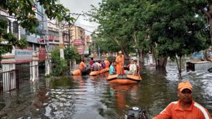 عمليات إنقاذ من الفيضانات جراء الأمطار الموسمية شرق الهند