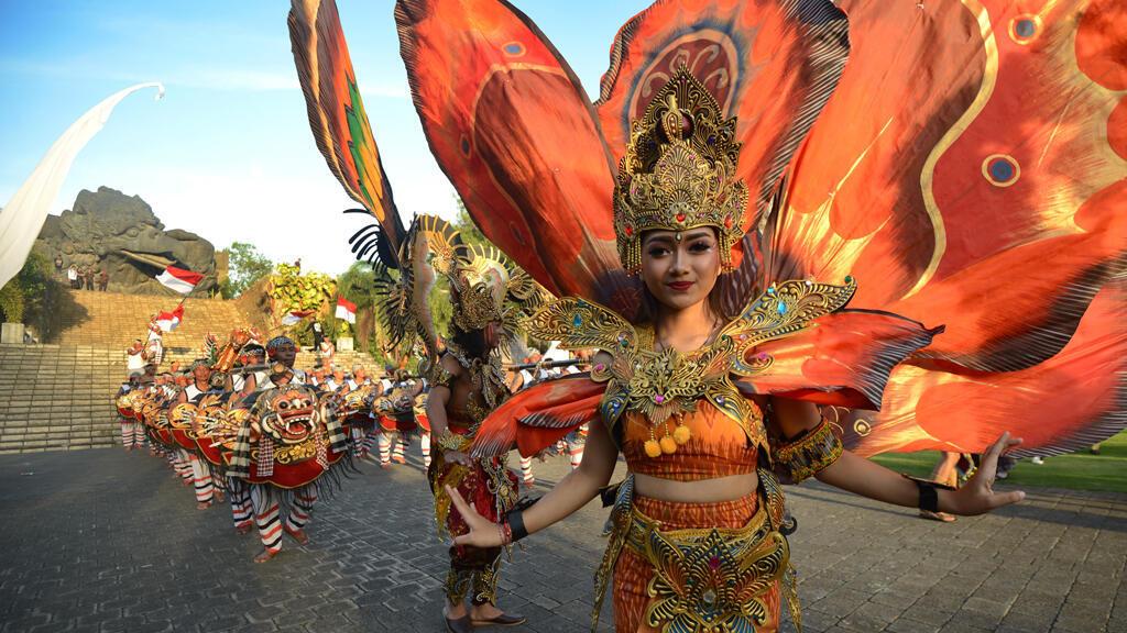 مشاركة أندونيسية في الاستعراض الراقص
